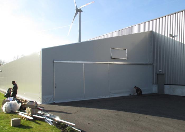 PVC-halli rakennuksen jatkeena